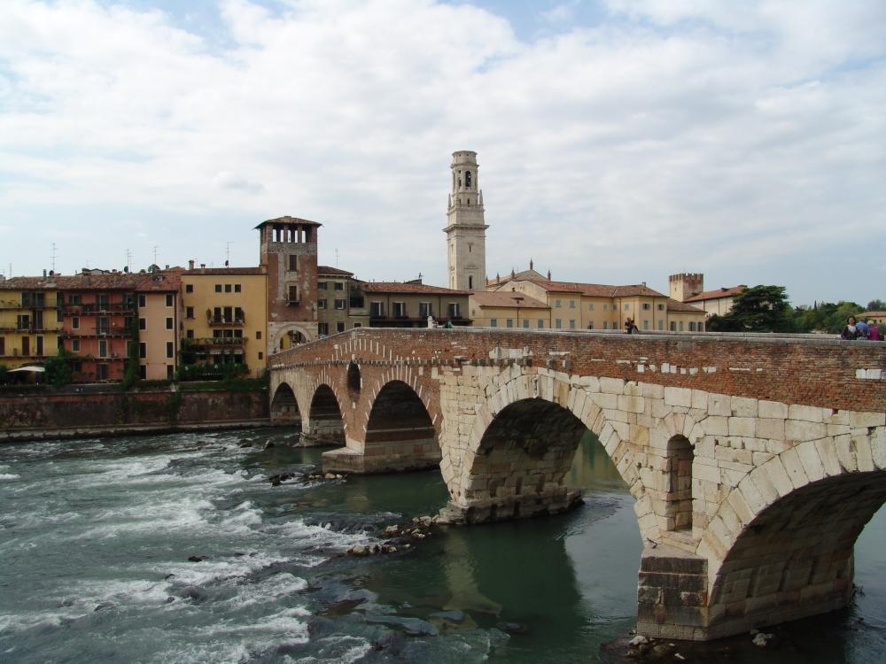 Ponte Pietra.